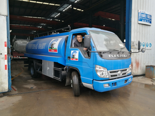 Foton 5cbm LHD 4*2 63hp milk tank truck(with pump)