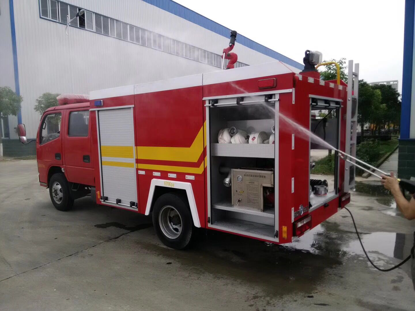 CLW DONGFENG 4*2 6 Tons Water Tank Fire Fighting Truck